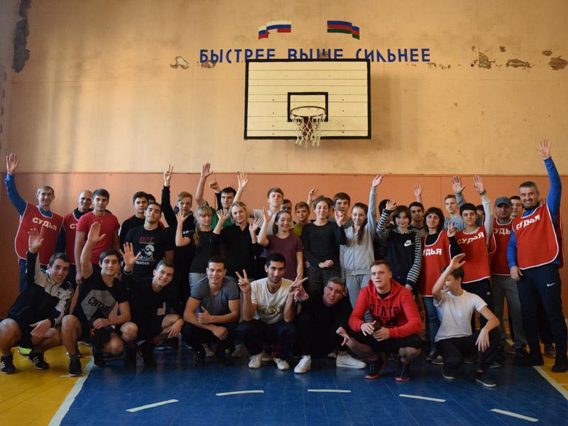 Студенты выполняют нормативы Всероссийского физкультурно-спортивного комплекса